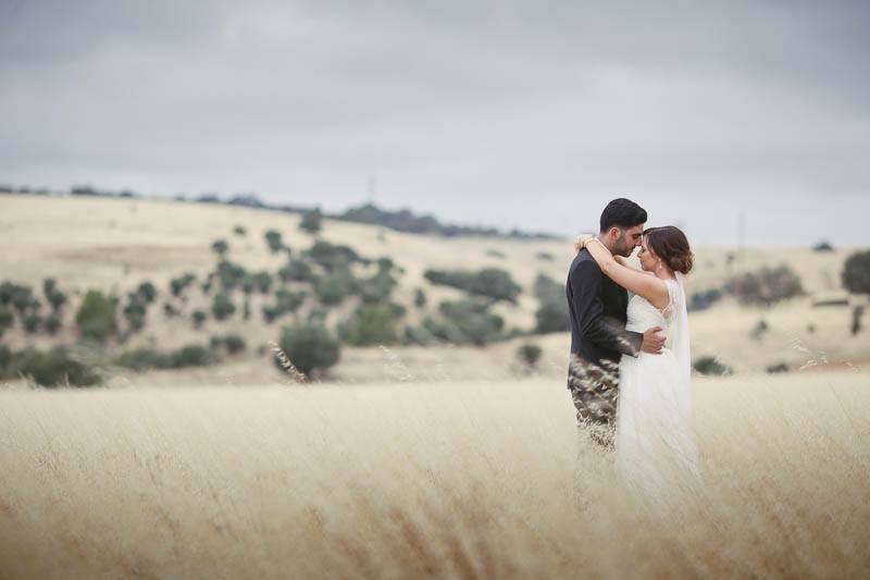 Couple in long grass holding each other on the way to Clean Slate in Willunga