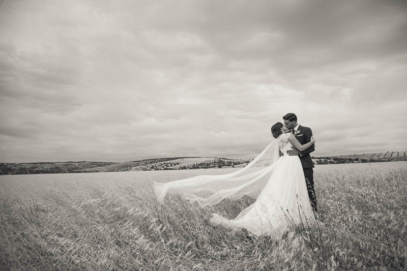 Wedding photos on the way to Clean Slate in Willunga